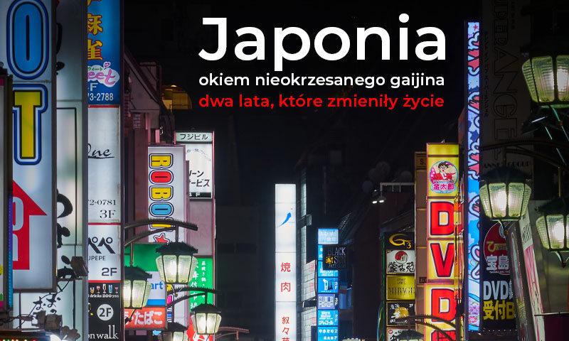 Tokio nocą. Wysokie budynki. Świecące neony. Napis: Japonia okiem nieokrzesanego gaijina, dwa lata, które zmieniły życie