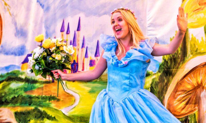 księżniczka w niebieskiej sukini